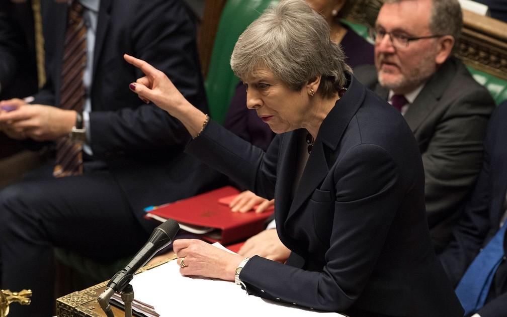 A primeira-ministra britânica Theresa May discursa no Parlamento, em Londres, na quarta-feira (27), durante discussões sobre o Brexit — Foto: Mark Duffy/AFP/UK Parliament