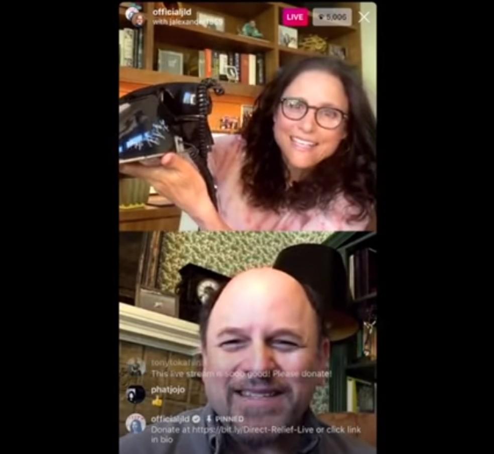 ulia Louis-Deyfrus e Jason Alexander conversam sobre 'Seinfeld' em live — Foto: Reprodução/YouTube