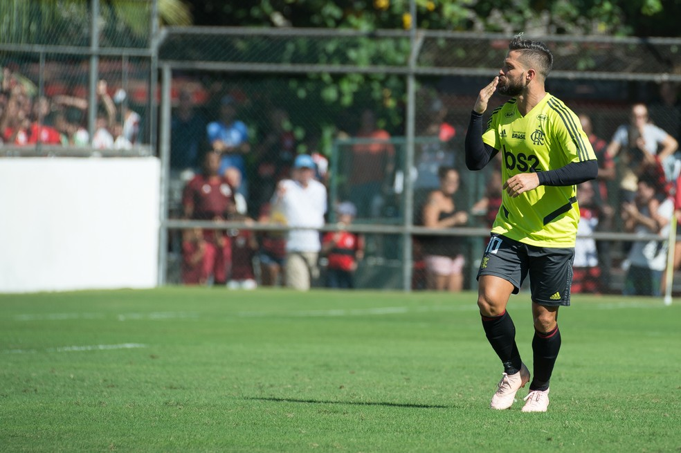 Na posição de segundo volante, Diego marcou um gol contra o Madureira — Foto: Alexandre Vidal/Flamengo