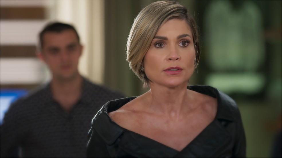 Helena (Flávia Alessandra) enfrenta Hugo (Leopoldo Pacheco) em 'Salve-se Quem Puder' — Foto: Globo