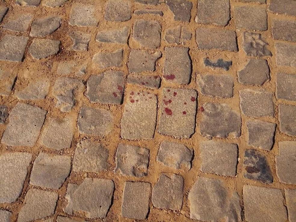 Marcas de sangue de uma das vítimas fatais em Ibiraiaras (Foto: Rádio Nativa FM Ibiraiaras)