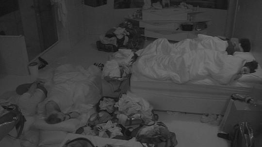 Participantes dormem no Quarto Diamante