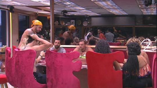 Brothers almoçam e perguntam por Tereza e Rodrigo