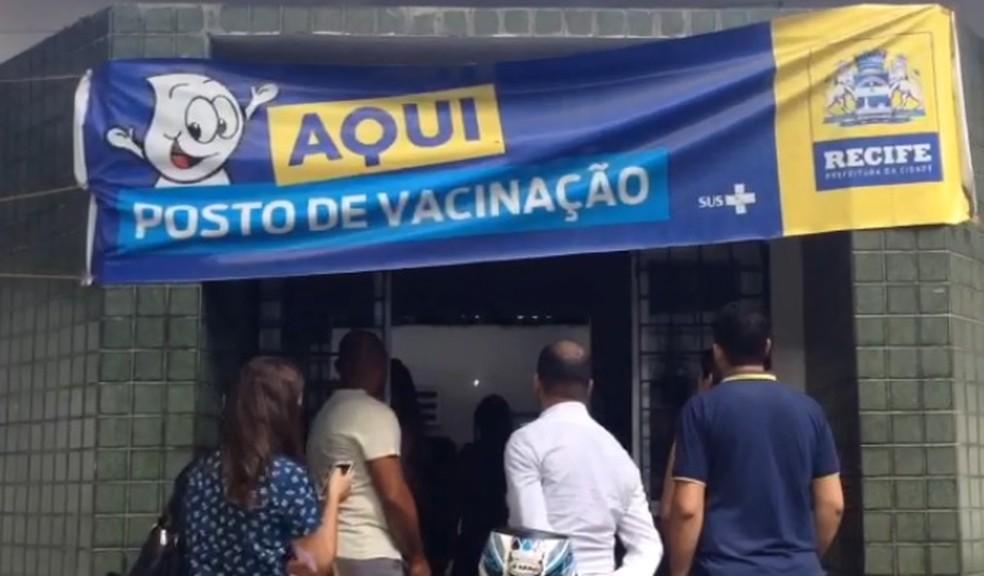 Por causa de grve dos médicos do Recife, posto de saúde deixou de fazer atendimento ambulatorial (Foto: Wagner Sarmento/TV Globo)