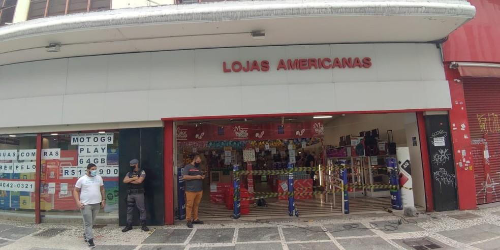 Unidade das Lojas Americanas na Rua Direita, no Centro de São Paulo, é autuada por descumprir regra de fechamento — Foto: Vigilância Sanitária Estadual