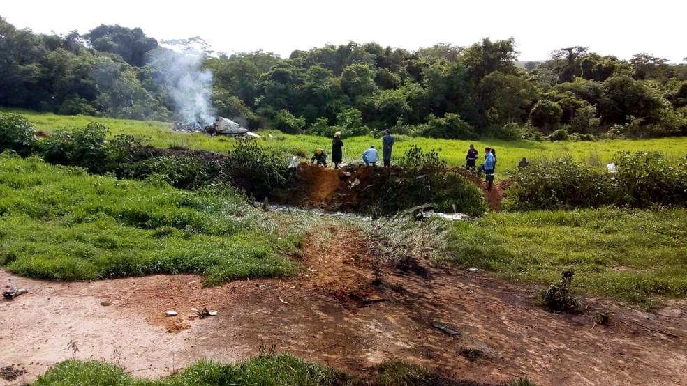 Aeronave caiu em fazenda perto de Jequitaí — Foto: Samu/Divulgação