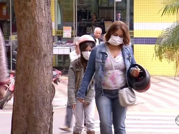 Medo do H1N1 faz população usar máscara e hospital proibir visitas (Foto: Reprodução/ TV Morena)