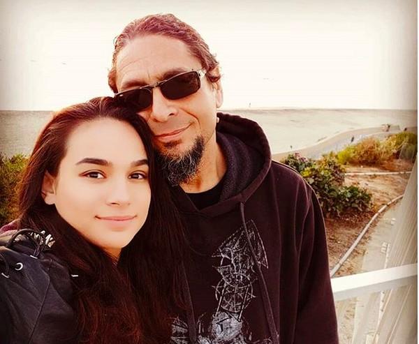 A atriz Lexsy McKowen e o maquiador John Avilés (Foto: Instagram)