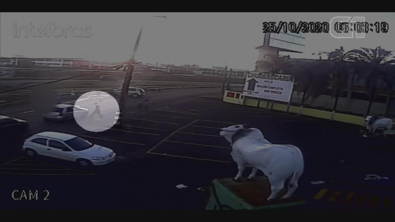 Vídeo mostra batida entre carro e moto que matou jovem de 19 anos em Jaú