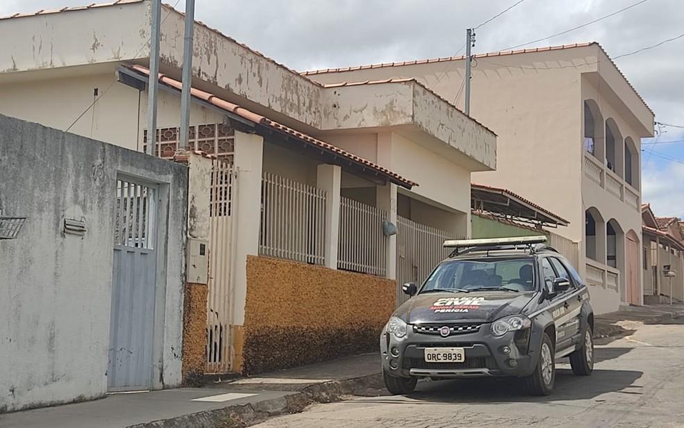 Ex-secretário de Cultura de Carmo do Rio Claro, Omar Nogueira é encontrado morto dentro de casa — Foto: Polícia Civil