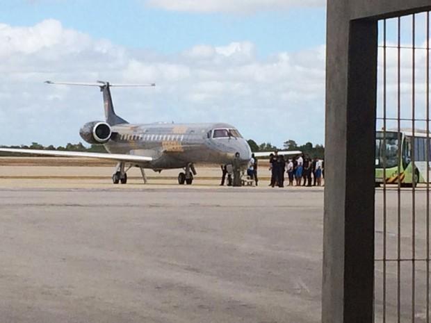 Avião da Polícia Federal decolou com 21 presos; destinos são presídios federais no Paraná, Mato Grosso do Sul e Rondônia (Foto: Clayton Carvalho/Inter TV Cabugi)