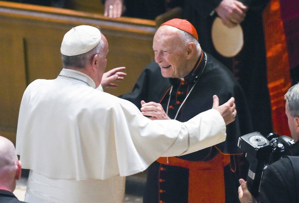 Cardeal Theodore McCarrick com Papa Francisco — Foto: Jonathan Newton/The Washington Post via AP