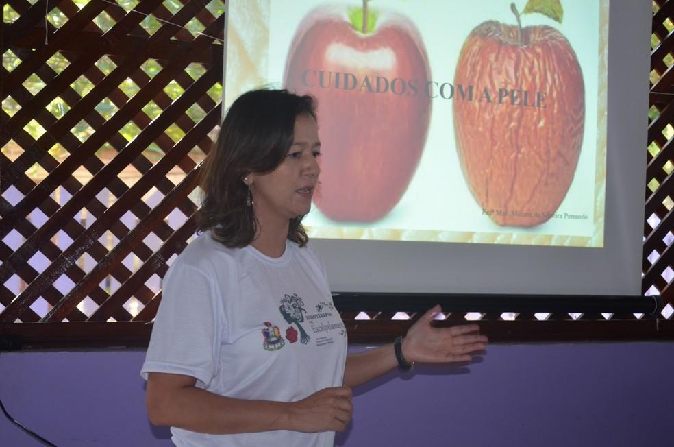 Professora do curso de fisioterapia da Unifap, Vânia Ferreira (Foto: Rita Torrinha/G1)