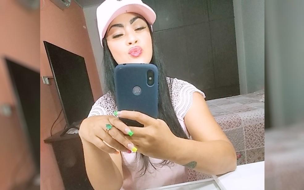 Adriana Massena dos Santos foi morta a facadas em Goiânia, Goiás — Foto: Reprodução/TV Anhanguera