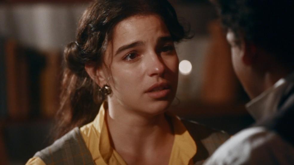 Pilar (Gabriela Medvedovski) tenta reatar romance em 'Nos Tempos do Imperador' — Foto: Globo