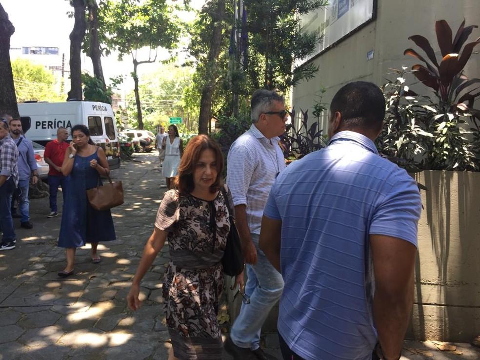 Deputada estadual chega à sede da Delegacia de Homicídios, na Barra da Tijuca, para prestar depoimento — Foto: Raoni Alves/ G1