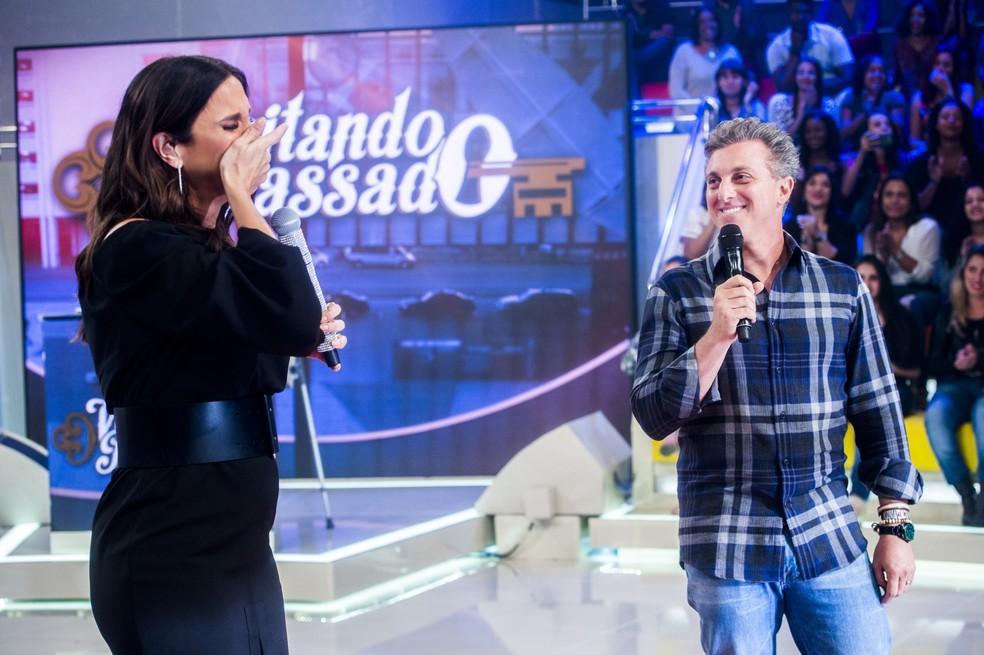 Ivete ficou bastante emocionada com o presente de Luciano Huck (Foto: TV Globo/João Miguel Júnior)