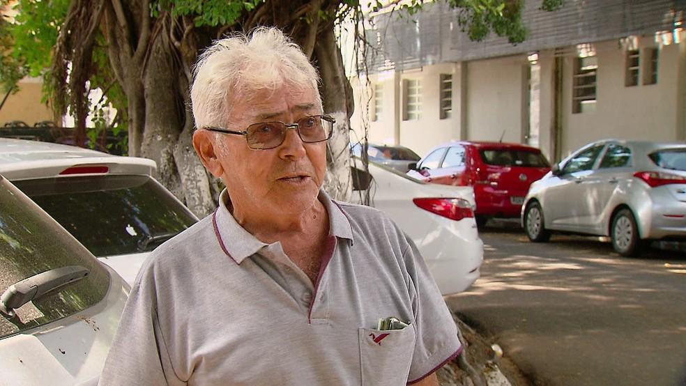 Clóvis Neves, de 71 anos, está sem a medicação para o pulmão há nove meses, porque está em falta na Farmácia do Estado — Foto: Reprodução/TV Globo