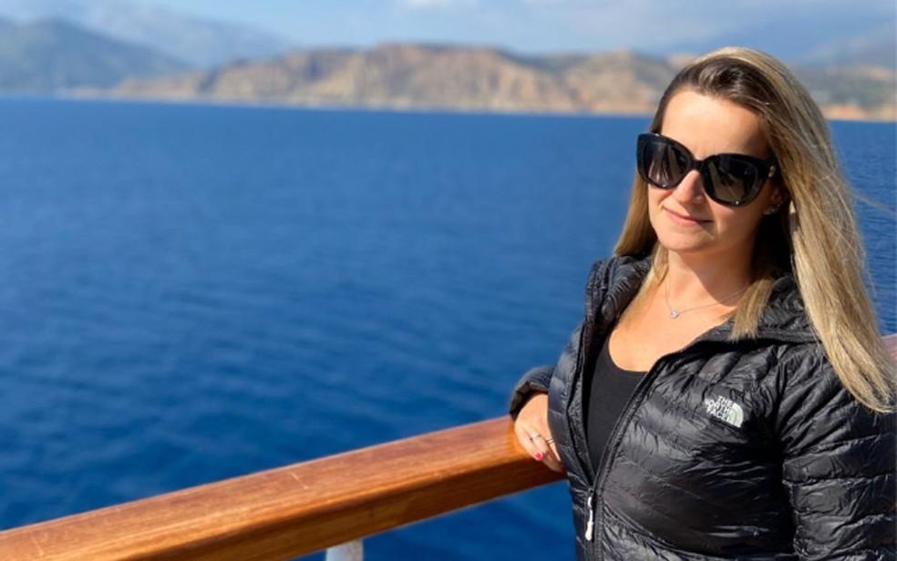 Ligia Cossina em foto feita no Costa Vitoria antes do início da quarentena a bordo — Foto: Ligia Cossina/Arquivo pessoal