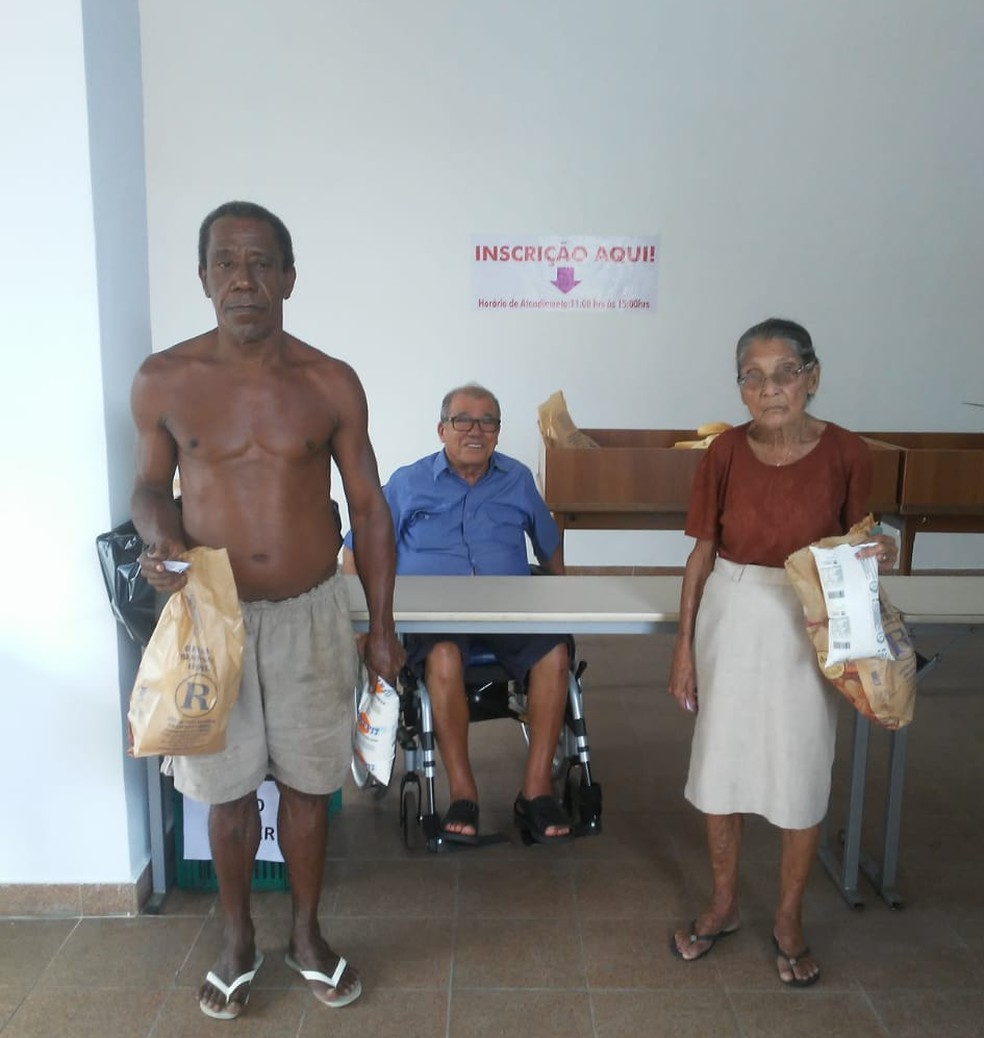 'Padaria Solidária' distribui pães e leite para a população durante a quarentena  — Foto: Arquivo pessoal