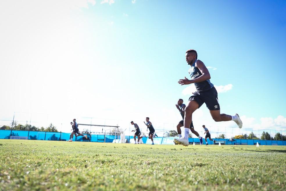 Grupo do Grêmio faz treino físico  — Foto: Lucas Uebel/Grêmio