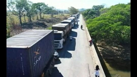 Manifestantes interditam a rodovia PA-279, em Ourilândia do Norte