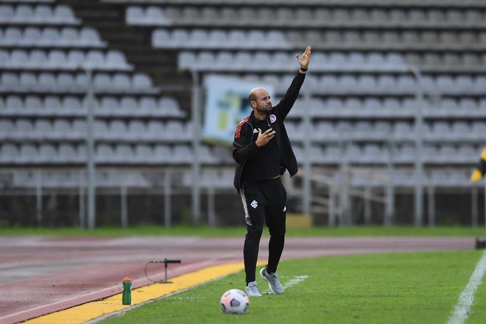 Miguel Ángel Ramírez não conseguiu montar a estratégia para impedir a derrota do Inter — Foto: Ricardo Duarte/Divulgação, Inter