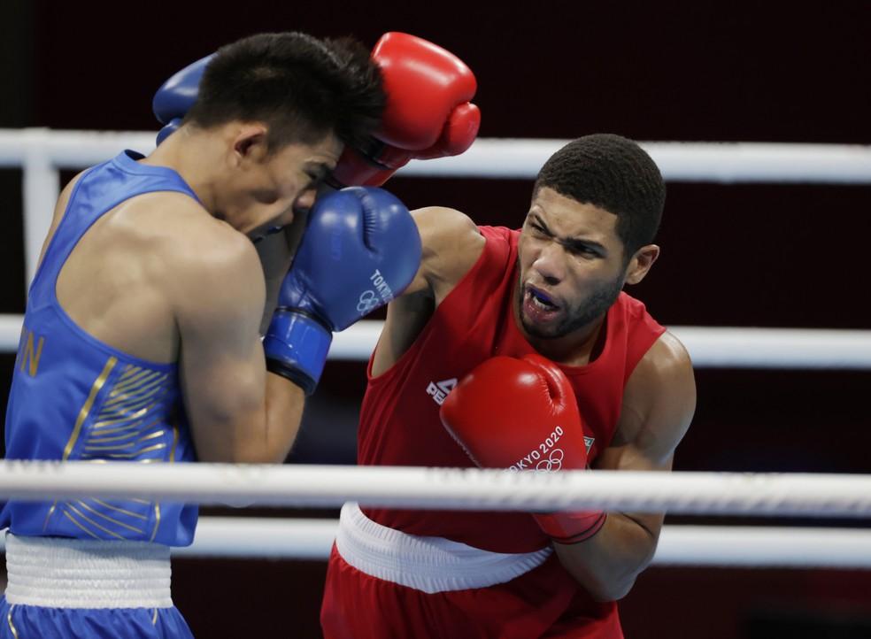 Hebert Souza (BRA) x Erbieke Tuoheta (CHN), oitavas de final de boxe (até 75kg) — Foto: REUTERS/Ueslei Marcelino