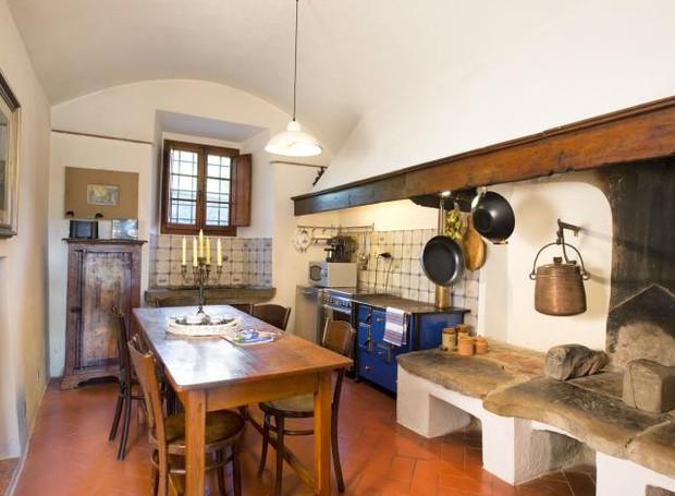 Cozinha da casa de Michelangelo, na itália (Foto: Reprodução)