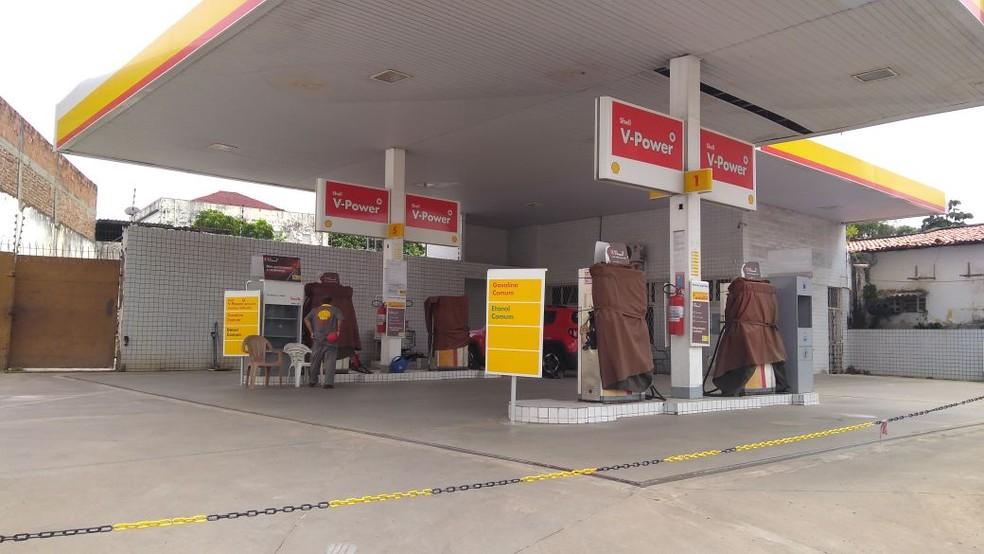 Em Natal, postos zeraram o estoque de combustíveis e fecharam (Foto: Pedro Vitorino)