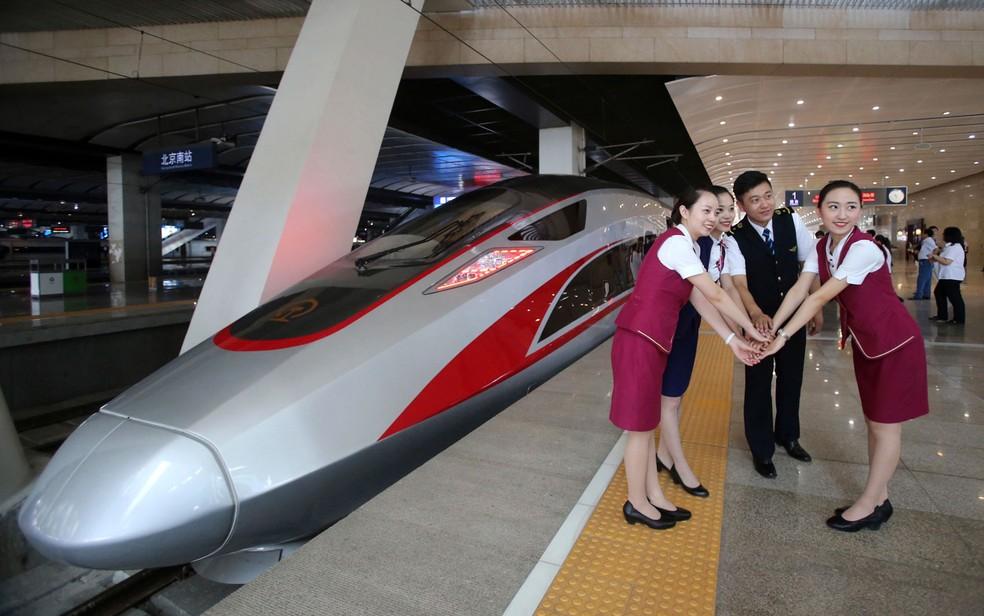 Trem foi rebatizado de Fuxing ('rejuvenescimento') (Foto: Chinatopix Via AP, File)