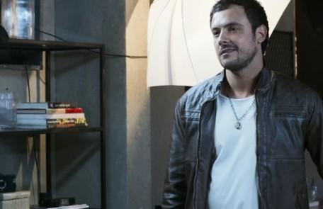 No sábado (3), Chiclete matará Cosme para defender Vivi (Paolla Oliveira) Reprodução