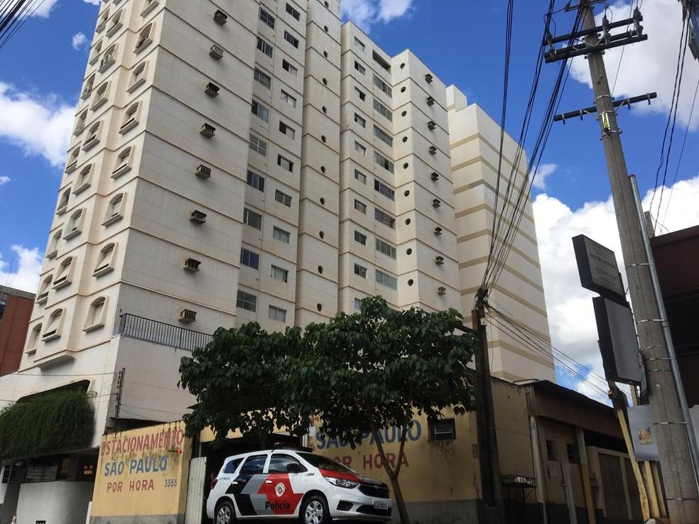 Prédio onde acidente aconteceu em São José do Rio Preto  — Foto: Renato Pavarino/G1