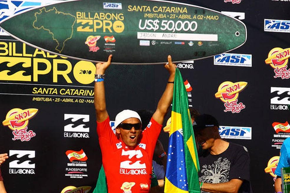 Jadson André no topo do pódio de Imbituba, em 2010 — Foto: Divulgação