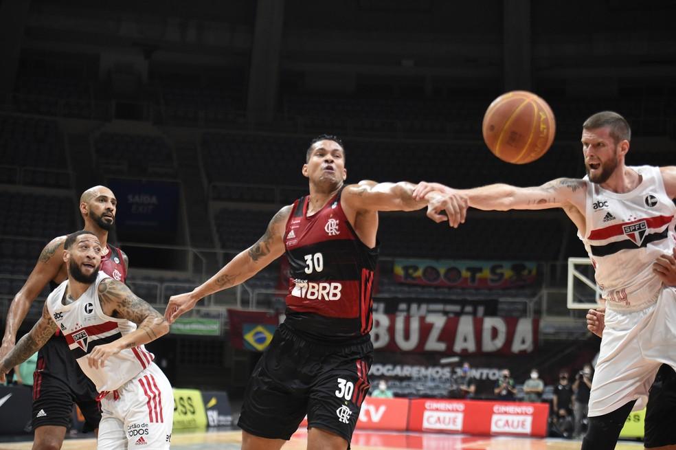 Na final da temporada 2020/2021 do Novo Basquete Brasil, o Flamengo bateu o São Paulo por 3 a 0 na série Melhor de 5 e faturou mais um título — Foto: André Durão