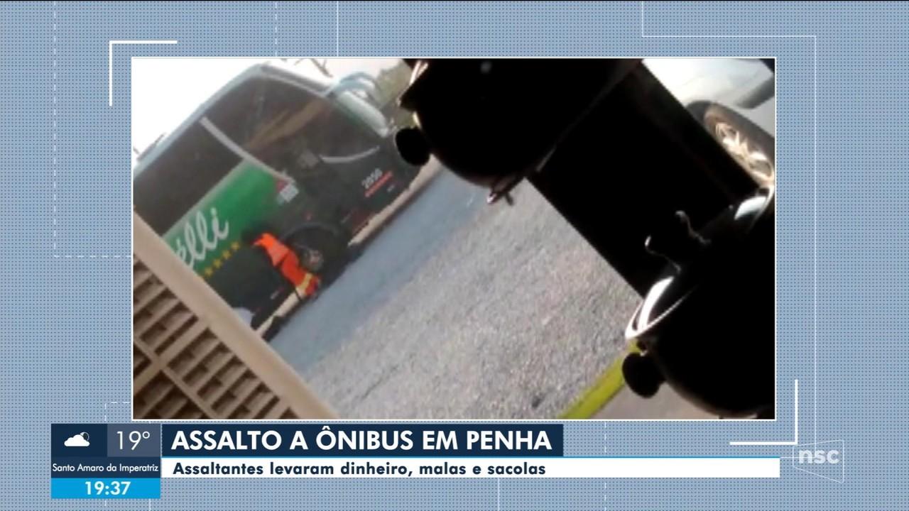 Ônibus é alvo de assaltantes na BR-101 em Penha