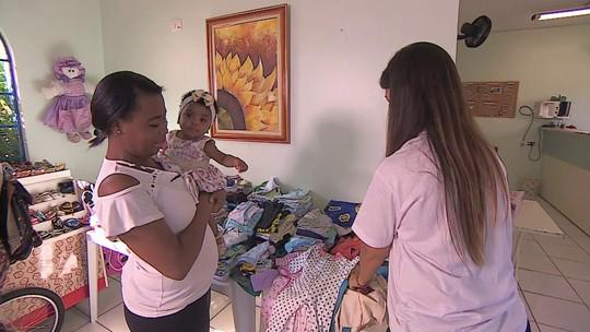 Associação cria círculo de roupas gratuitas para bebês e crianças