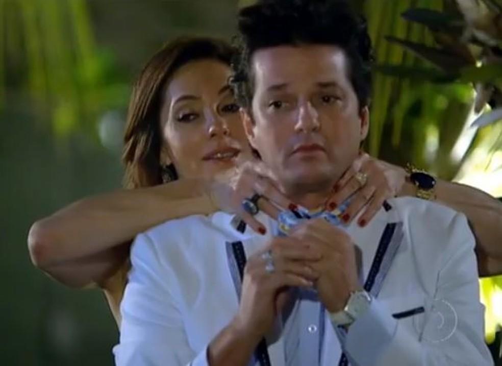 Tereza Cristina ameaça matar Crô para proteger Ferdinand em 'Fina Estampa' — Foto: Globo