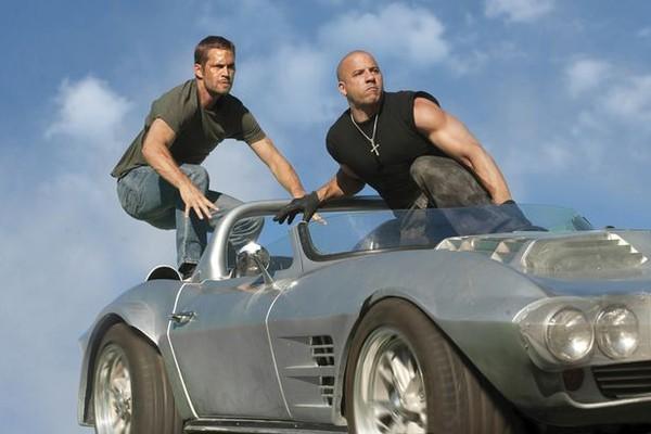 Paul Walker e Vin Diesel em cena da franquia Velozes e Furiosos (Foto: Divulgação)