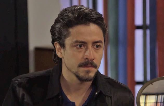 Na segunda-feira (3), Jerônimo (Jesuíta Barbosa) será humilhado e expulso da PopTV depois que Mercedes (Totia Meireles) descobrir que ele superfatura as compras da empresa (Foto: TV Globo )