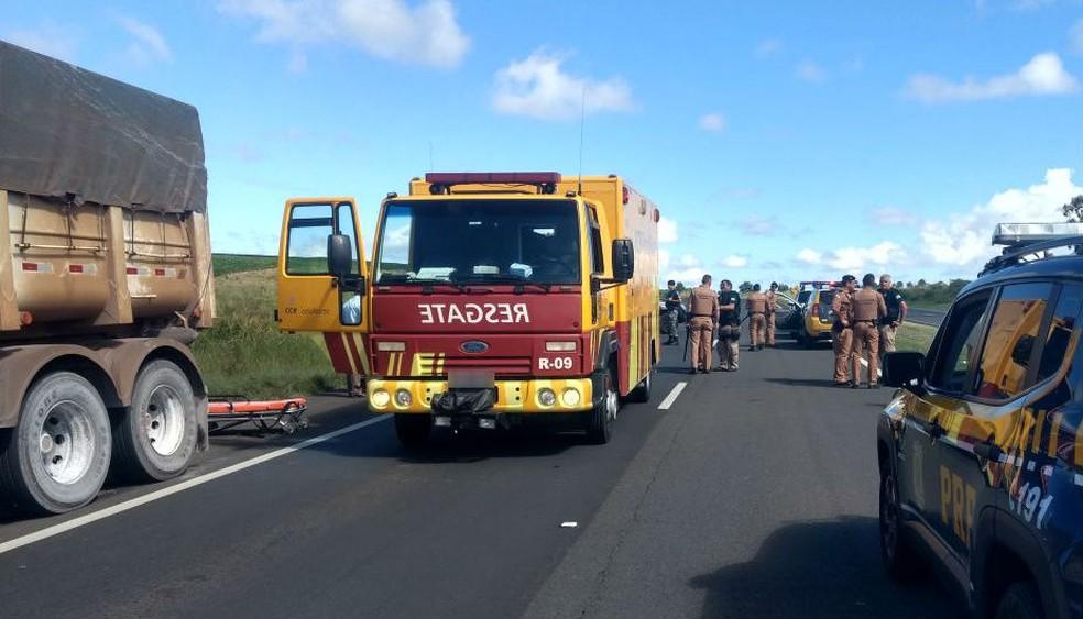 A rodovia está totalmente bloqueada no quilômetro 536 (Foto: Divulgação/PRF)