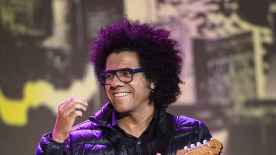 Hamilton de Holanda elege a música como escudo para o preconceito