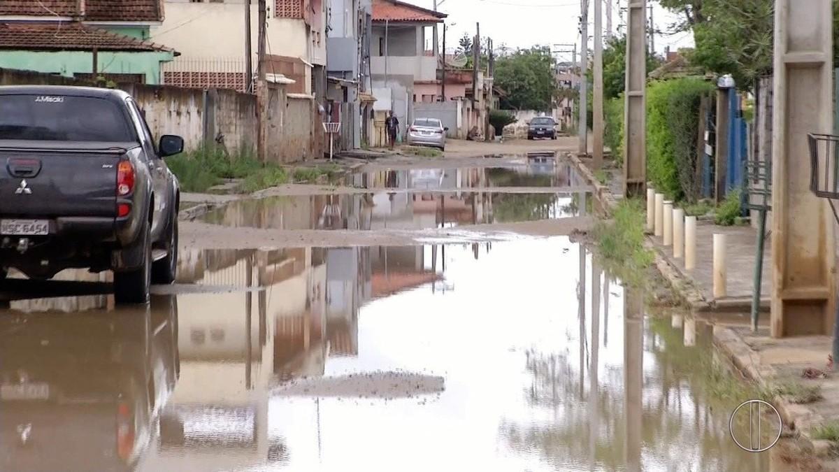 Defesa Civil de Campos, RJ, está em estágio de vigilância e trabalha no escoamento da água em locais alagados após a chuva