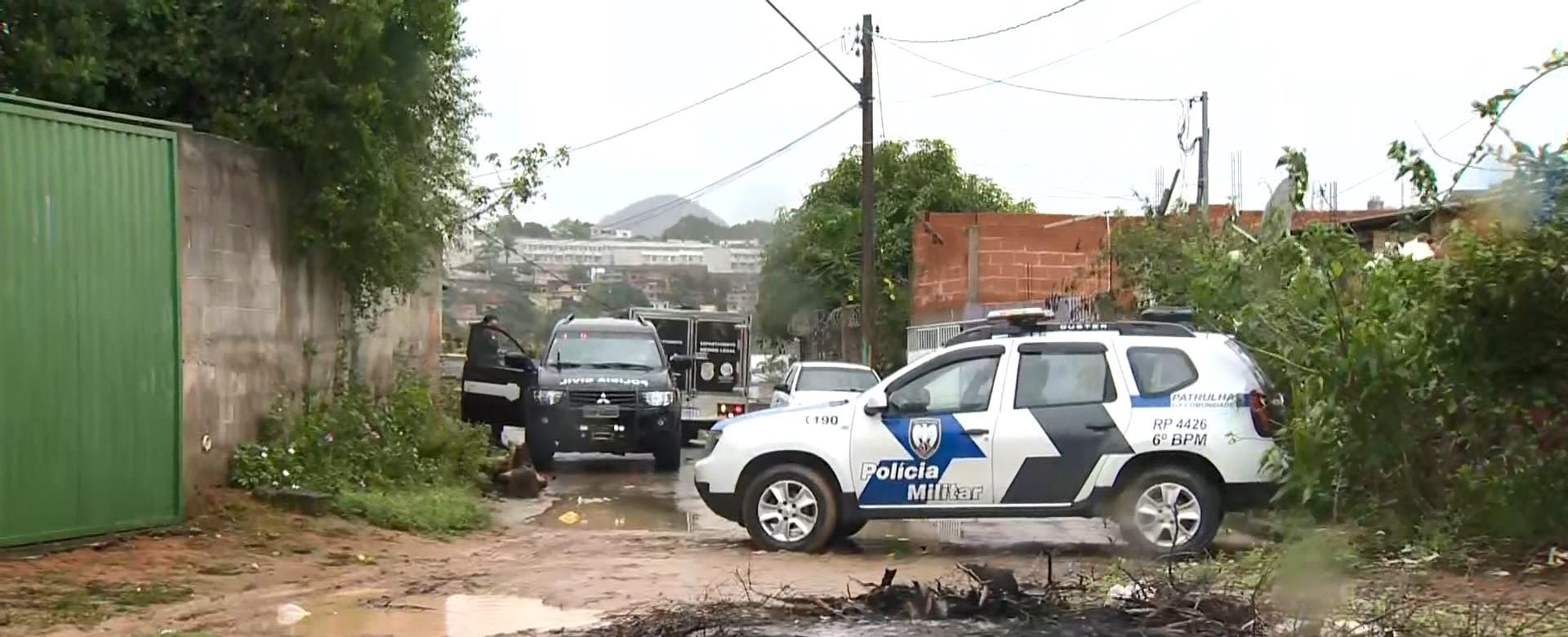 Adolescente é morto a tiros após tiroteio e encontrado em quintal de casa na Serra, ES