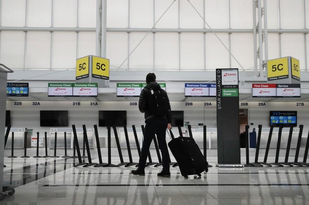 Aeroporto de Chicago esvaziado em 12 de março após anúncio de restrições de viagem entre EUA e Europa — Foto: Scott Olson/Getty Images/AFP