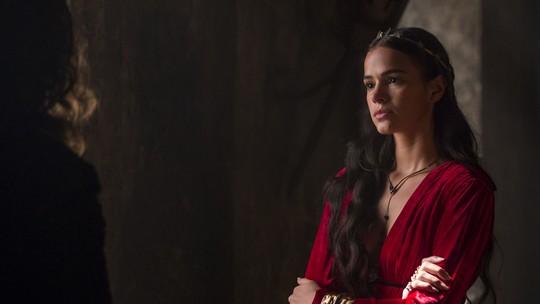 Catarina discute com Rodolfo e não abre mão da terra de Artena