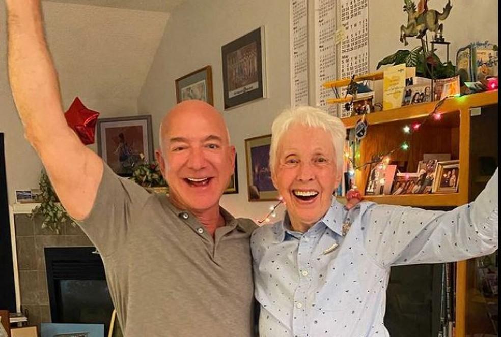 Jeff Bezos e Wally Funk vão viajar ao espaço juntos — Foto: Blue Origin via AFP