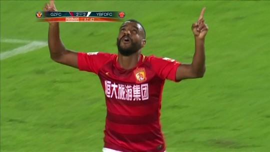 Perto do título, Guangzhou sofre, vira no fim e volta a vencer após três jogos