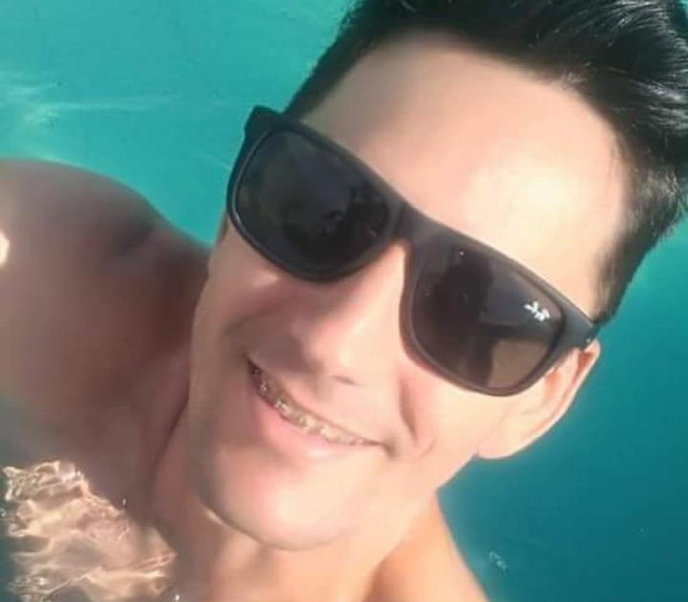 Garçom cearense, Lucas Chaves, 32, foi encontrado morto no Rio, onde morava há sete anos — Foto: Arquivo Pessoal