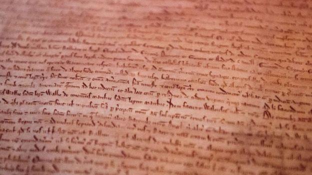 Habilidade de escrever não é algo com que nascemos, mas sim um circuito que nosso cérebro começou a aprender cerca de 6 mil anos atrás (Foto: AFP via BBC News Brasil)